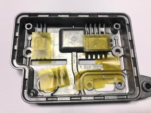 检测金属壳体上黄膜的位置